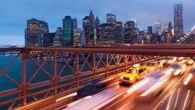 Timelapse света автомобильного движения Бруклинского моста - Нью-Йорк - США