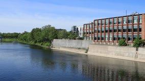 Timelapse сцена Кембриджа, Канады большим рекой 4K акции видеоматериалы