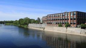 Timelapse сцена Кембриджа, Канады на большом реке 4K акции видеоматериалы
