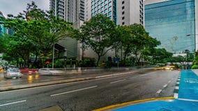 Timelapse типичного перекрестка уличного движения в дождливом дне 4K, Малайзии сток-видео
