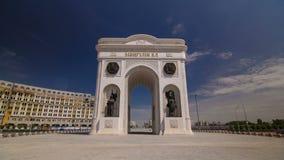 Timelapse триумфального свода и центральная часть города в Астане, Казахстане сток-видео