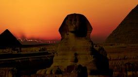 Timelapse 在Cheops和狮身人面象金字塔的日出  cheops埃及前吉萨棉金字塔夏天 v 5