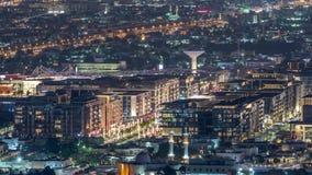 Κανάλι μαρινών του Ντουμπάι πολυτέλειας με τη διάβαση των βαρκών και της νύχτας περιπάτων timelapse, Ντουμπάι, Ηνωμένα Αραβικά Εμ απόθεμα βίντεο