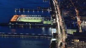 timelapse aéreo de 4K UltraHD del tráfico de la noche en Manhattan más baja almacen de video