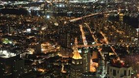 timelapse aéreo de la noche de 4K UltraHD de los puentes de Brooklyn y de Manhattan metrajes
