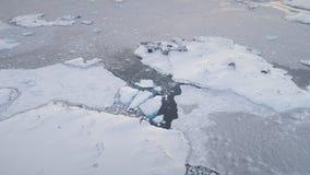 Timelapse aéreo del enfoque de la estación vernadsky antártica almacen de metraje de vídeo