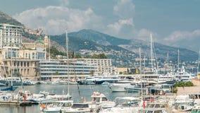 Timelapse aéreo del panorama de la ciudad de Monte Carlo Vista de yates y de edificios de lujo en el puerto de Mónaco, ` Azur de  almacen de metraje de vídeo