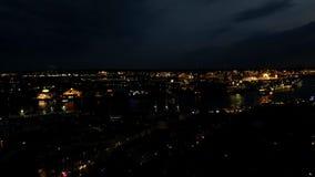 Timelapse aérien de Hambourg le soir avec le port et les bateaux clips vidéos