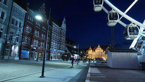 Timelapse-Ansicht der langen gehenden Straße in Gdansk stock footage