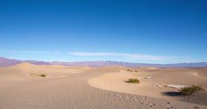 Timelapse aux dunes dans Death Valley, la Californie, Etats-Unis banque de vidéos