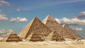 Timelapse av de stora pyramiderna i den Giza dalen, Kairo, Egypten arkivfilmer