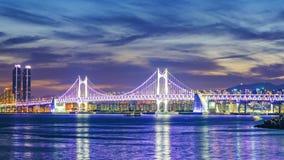 Timelapse av den Gwangan bron och Haeundae på solnedgången, Busan stad, Sydkorea Timelapse 4K arkivfilmer