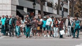 Timelapse av den upptagna gångare- och bilkorsningen på det Barcelona centret lager videofilmer