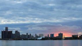 Timelapse av Detroit horisont från Belle Isle på solnedgången 4K arkivfilmer