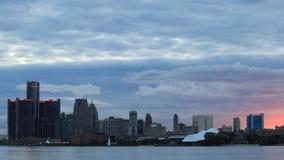 Timelapse av Detroit horisont från Belle Isle under solnedgången 4K stock video