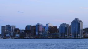 Timelapse av Halifaxen, Kanada horisont som natt faller 4K arkivfilmer