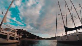 Timelapse av havet, fartyg och öar Tisno Kroatien arkivfilmer