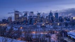 Timelapse av horisont för Calgary ` s under vinter arkivfilmer