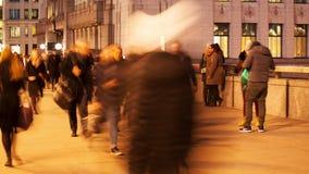 Timelapse av pendlare på natten lager videofilmer