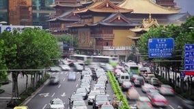 Timelapse av rusningstidtrafik i det Jingan omr?det, Shanghai, Kina arkivfilmer
