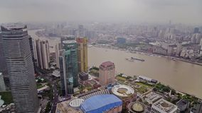 Timelapse av Shanghai Lujiazui det finansiella omr?det och Huangpu River, Shanghai, Kina arkivfilmer