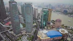 Timelapse av Shanghai Lujiazui det finansiella omr?det och Huangpu River, Shanghai, Kina lager videofilmer
