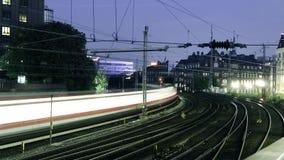 Timelapse av snabba drev och järnvägstänger stock video