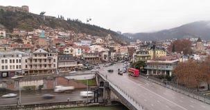 Timelapse av stads- vägar i Tbilisi dagen gammal town stock video