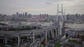 Timelapse av trafik p? den Nanpu spiralen, Shanghai, Kina stock video