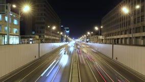 Timelapse av transportmetropolisen, trafik och oskarpa ljus lager videofilmer