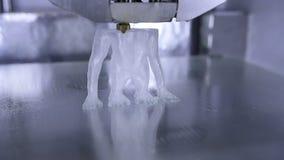 Timelapse av trycket för skrivare 3D människan som apa genom att använda den plast- glödtråden arkivfilmer