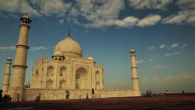 Timelapse av turist- aktivitet inom Taj Mahal i Agra, Indien arkivfilmer