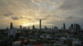 Timelapse Bangkok Cityscape av den moderna kontorsaffären på solnedgången arkivfilmer