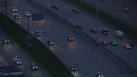 Timelapse Bardzo intensywny ruch drogowy na ulicach miasto W wieczór czasie droga szeroka Widok od odgórnego punktu zbiory wideo