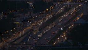 Timelapse Bardzo intensywny ruch drogowy na ulicach miasto W wieczór czasie droga szeroka Widok od odgórnego punktu zdjęcie wideo