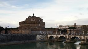 Timelapse - Bewegende wolken over Castel Sant ' Angelo stock videobeelden