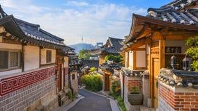 Timelapse bij de Stad van Seoel, het Dorp van Bukchon Hanok, Seoel, Zuid-Korea, 4K Tijdtijdspanne stock footage