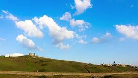 Timelapse 04 - blauer Himmel und Wolken Lissabon stock video