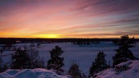 Timelapse bonito do por do sol no inverno na Suécia Escandinávia de Katrineholm filme