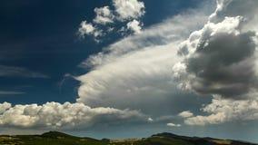 Timelapse cárpato del jardín, montañas admitidas fotos de Bucegi almacen de metraje de vídeo