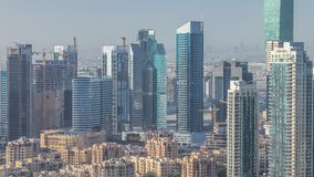 Timelapse céntrico de la escena de la mañana de Dubai Visión superior desde arriba metrajes