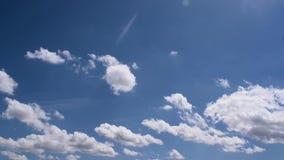 Timelapse calmo e bello del cielo delle nuvole Nuvole che muovono HD pieno veloce in 60 fps video d archivio
