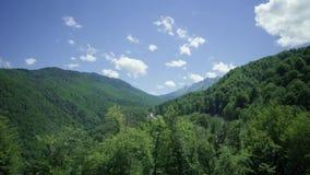 Timelapse chmurnieje w górach zbiory wideo
