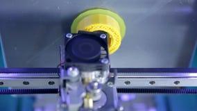Timelapse Cierre para arriba Elementos tridimensionales del plástico de la impresión de la impresora 3d almacen de video