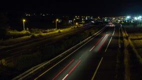 Timelapse - coches que se mueven en la noche almacen de metraje de vídeo