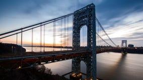 Timelapse con el tráfico de George Washington Bridge almacen de metraje de vídeo