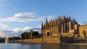 Timelapse - crepúsculo na catedral de Palma de Mallorca - Espanha filme