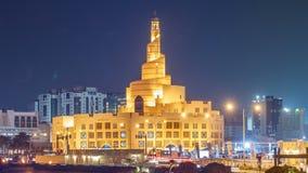 Timelapse cultural islámico de la noche del centro de Qatar en Doha, Qatar, Oriente Medio almacen de video