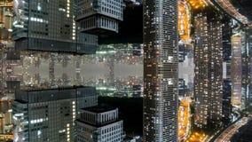 Timelapse d'imagination de Tokyo avec les bâtiments reflétés banque de vidéos