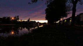 Timelapse d'un coucher du soleil de rivière banque de vidéos